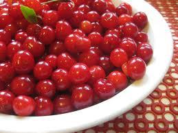 آلبالو میوه ی ریز نقش و قرمز تابستانی