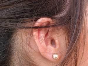 مقدار اضافی جرم گوش خود به خود خارج می شود