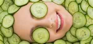 خیار بهترین مهارکننده عارضه های پوست اطراف چشم است
