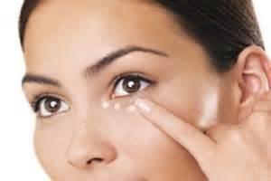 کانسیلر های رنگی معجزه ای بر یکدست کردن پوست اطراف چشم