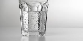 آب گازدار و بایدها و نبایدهای این نوع از نوشیدنی
