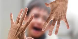 والدین کودک آزار چه خصوصیات و مشخصه هایی دارند ؟