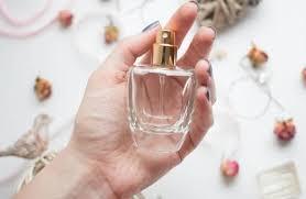 روش های صحیح استفاده از عطر و اسپری بدن