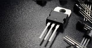 ترانزیستور و کاربردهای متعدد آن در دنیای الکترونیک